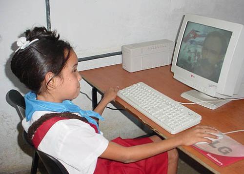 Berlaines muestra gran interés por la computación / Foto Luis Carlos Palacios